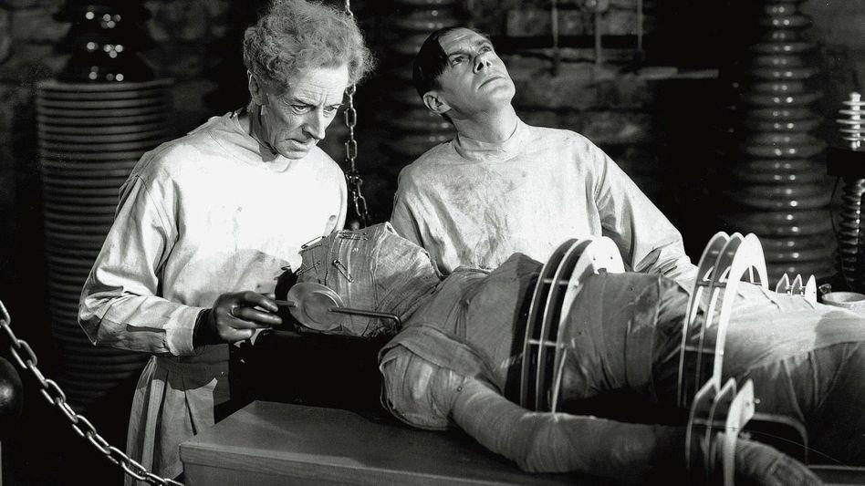 Schöpfung im Filmlabor (Szene aus »Frankensteins Braut«, 1935) : Ein äußerst empfindsames Gemüt