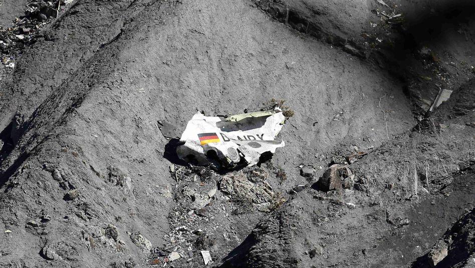 Wrackteil der abgestürzten Maschine: In den französischen Alpen zerschellt