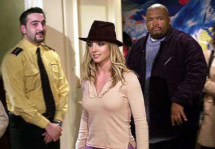 Superstar im Kölner WDR-Studio: Britney mit Bodyguards