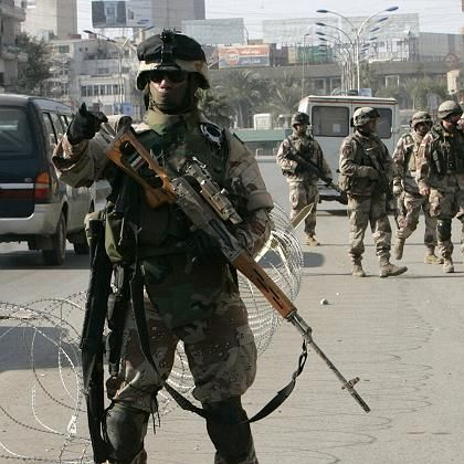 Straßenszene in Bagdad: Soldaten versuchen, den Alltag zu sichern