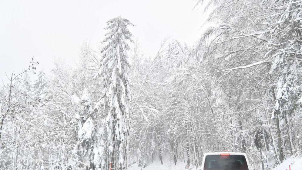 Schneefall in den Alpen: Lifte geschlossen, Straßen gesperrt
