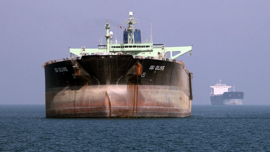 Öltanker vor der iranischen Küste: Immer weniger Erdöl wird gefördert