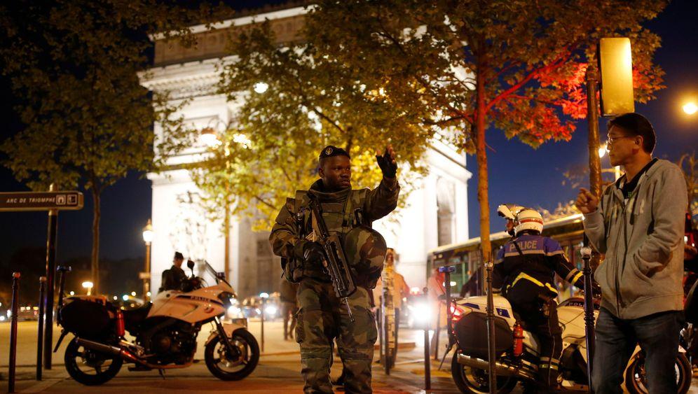 Schießerei in Paris: Hollande spricht von Terror