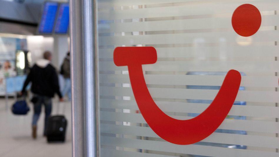 TUI-Logo am Flughafen Tegel: Konzern will künftig mit weniger Marken auftreten