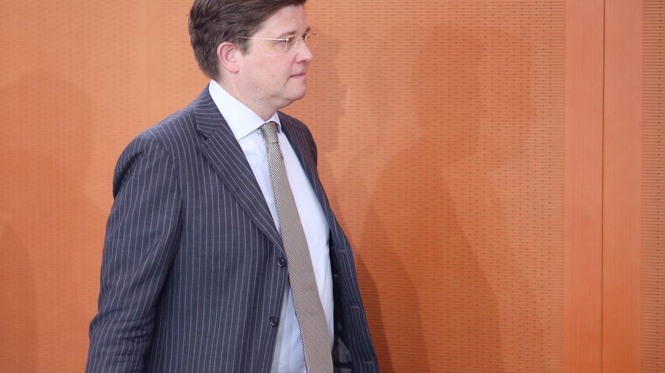 Eckart von Klaeden: Die Staatsanwaltschaft leitet ein Verfahren ein