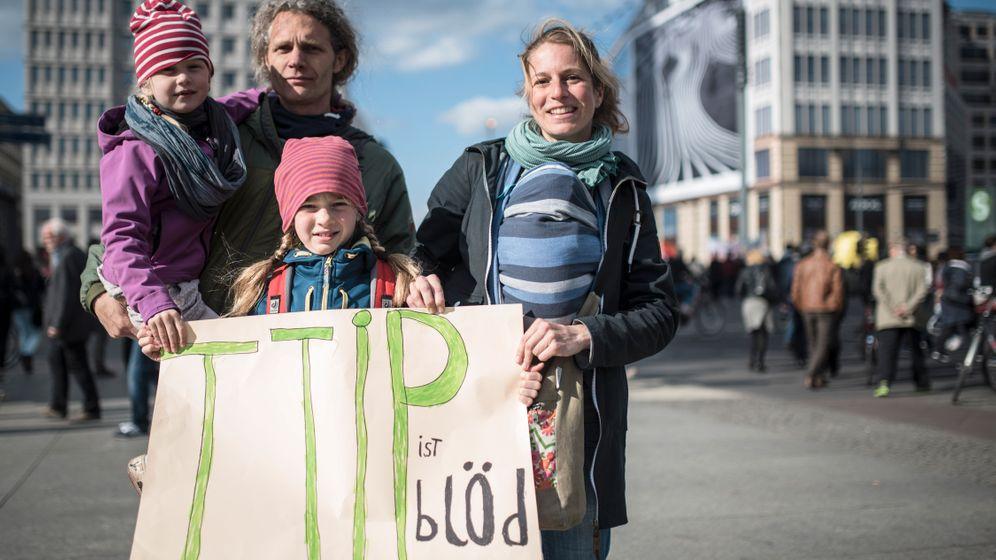 Gesichter der TTIP-Proteste: Künstler, Veganer, Informatiker - und ein Dalmatiner