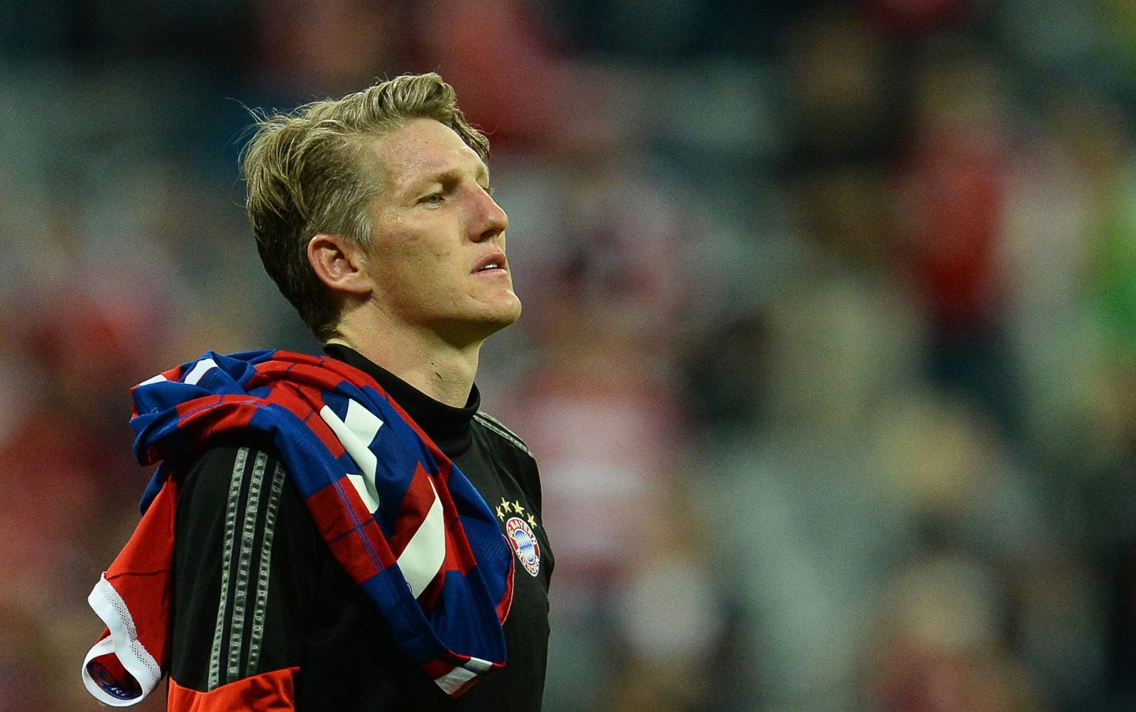 Manchester United signs Bastian Schweinsteiger as media reports