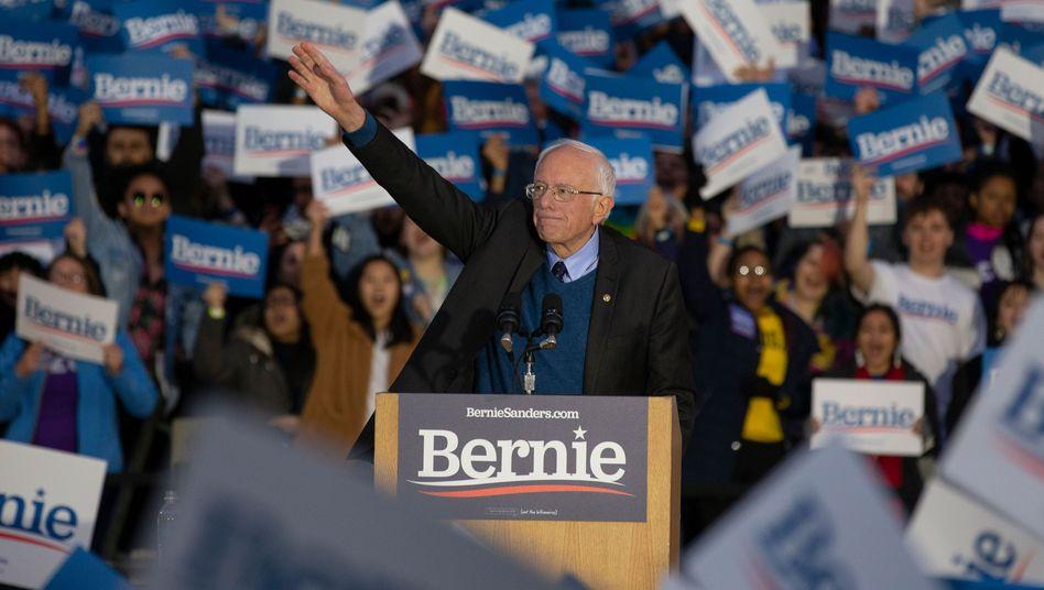 Bernie Sanders bei einem Auftritt an der Universität in Michigan: Wenig Anzeichen, dass sich seine Situation verbessert hat.