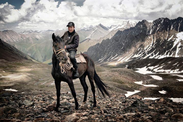 Fest im Sattel: Ein 15-jähriger Touristenführer aus Kirgisien