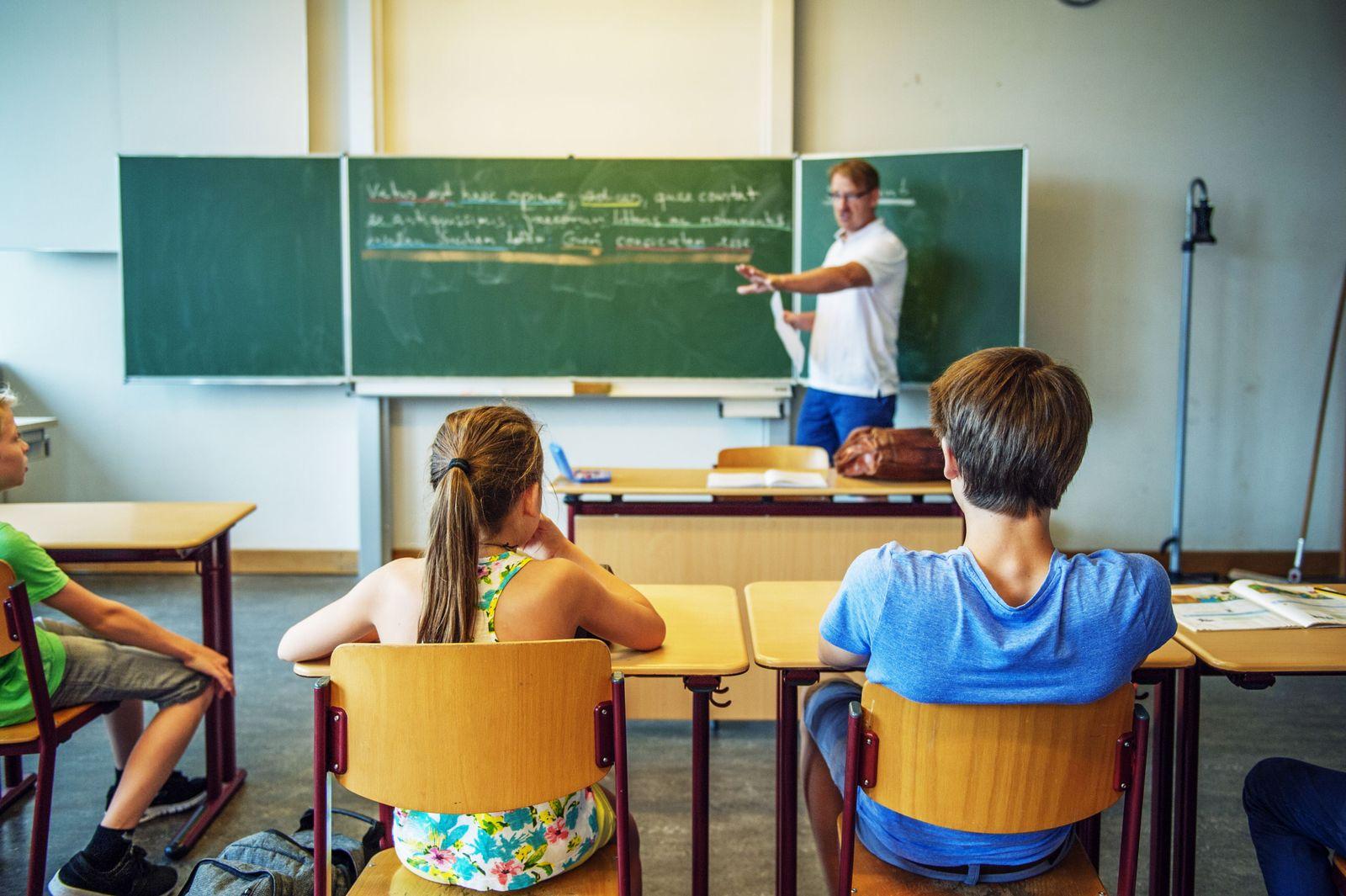 EINMALIGE VERWENDUNG Klassenzimmer/ Schule
