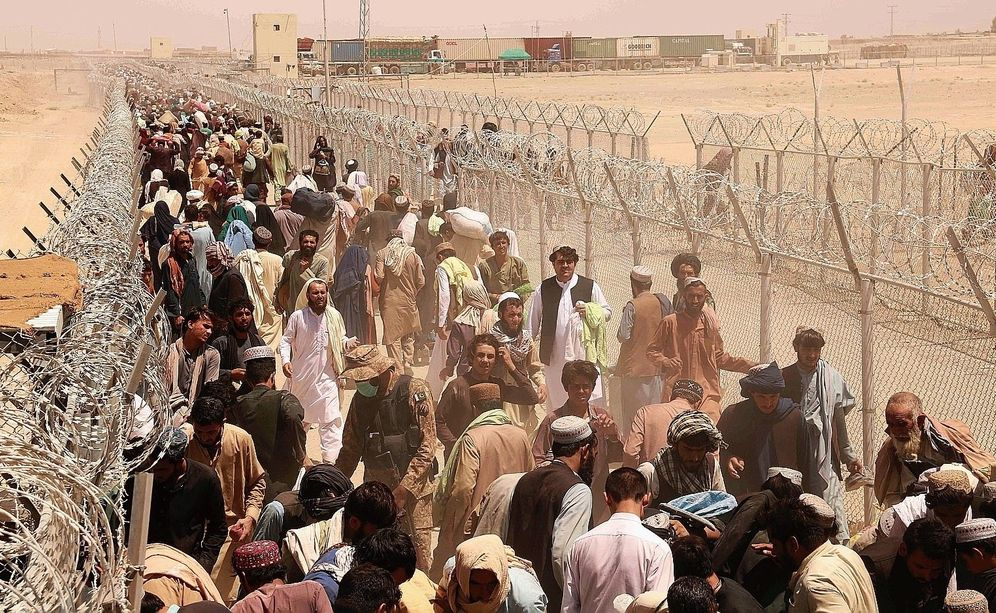 People stranded at the Afghanistan-Pakistan border.