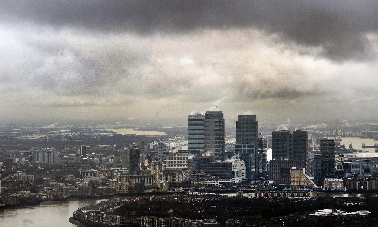 EU to cap bankers' bonuses under sweeping reforms