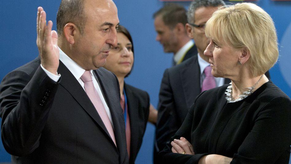 Türkischer Außenminister Cavusoglu und schwedische Amtskollegin Wallström