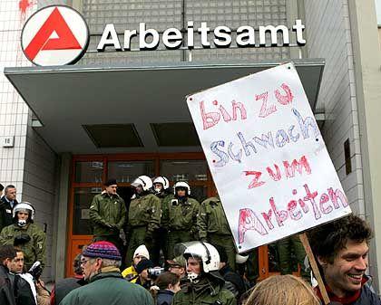 Anti-Hartz-IV-Protest in Berlin: Kaffee und Tee aus Kenia für Arme