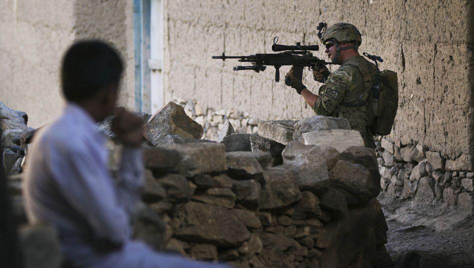 Afghanischer Junge, US-Soldat: Ausschau halten nach Kindern mit feindlichen Absichten