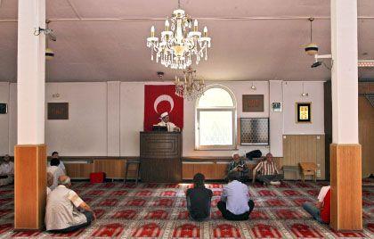 Moschee in Köln-Ehrenfeld: Nur wenige Imame sind gut auf ihren Einsatz in Deutschland vorbereitet