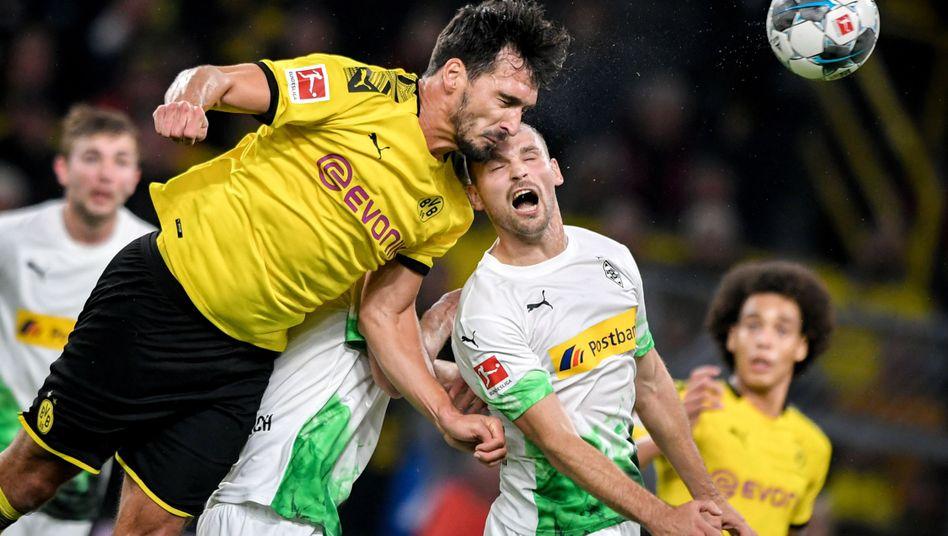 Mats Hummels (links) bleibt Sieger im Luftduell