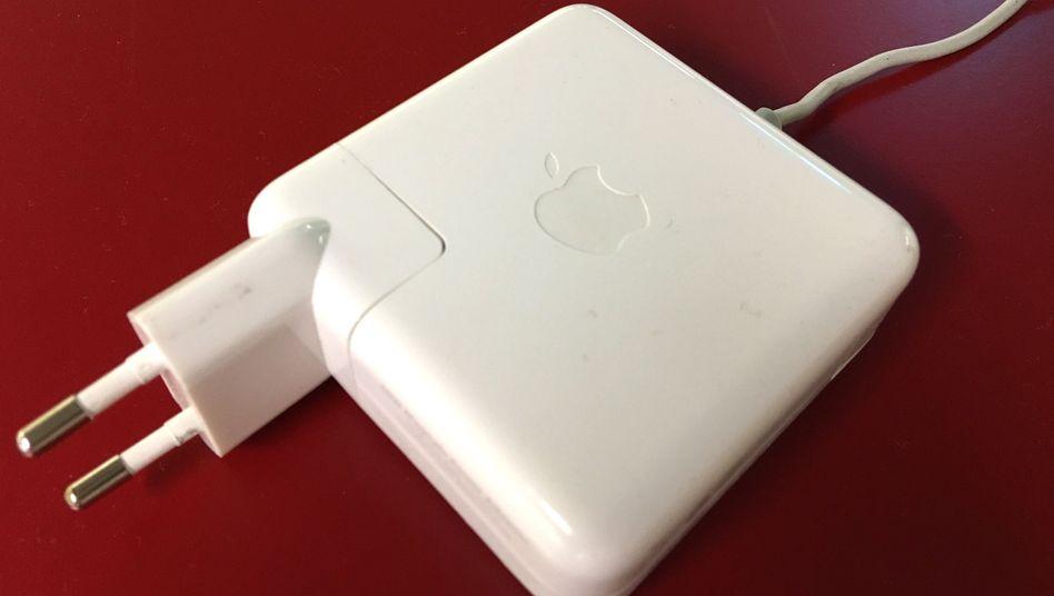 Apple-Macbook-Netzteil: Der austauschbare Stecker kann gefährlich werden