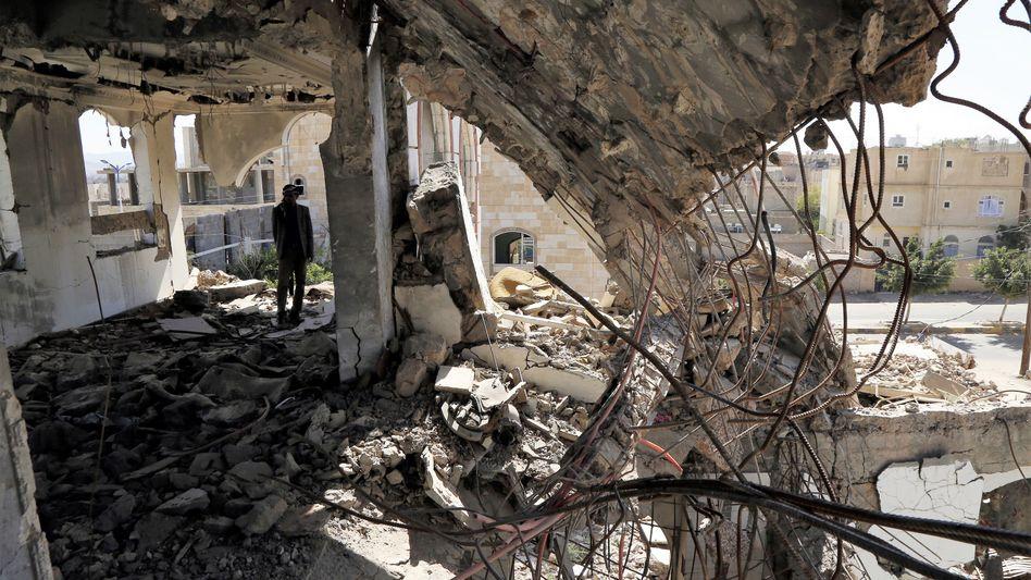 Im Bürgerkrieg stark beschädigtes Haus in Sanaa (Archiv)