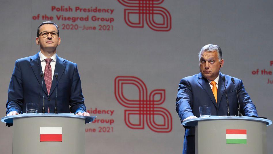 Polens Premier Mateusz Morawiecki und Ungarns Viktor Orbán blockieren den EU-Haushalt, weil sie einen Mechanismus zur Kontrolle der Rechtsstaatlichkeit ablehnen.