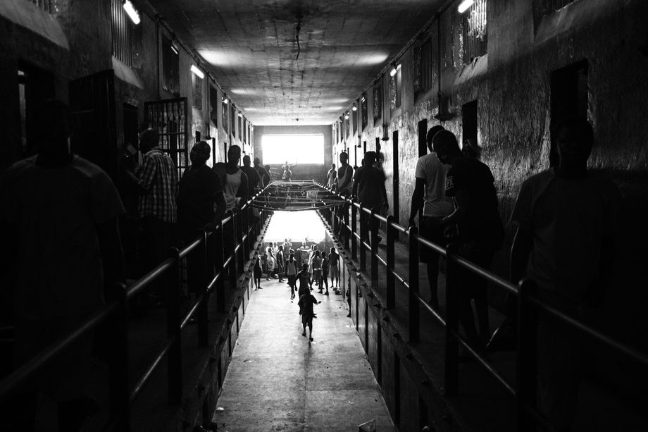 Knapp 1400 Menschen leben in dem Männergefängnis, dem größten in Sierra Leone