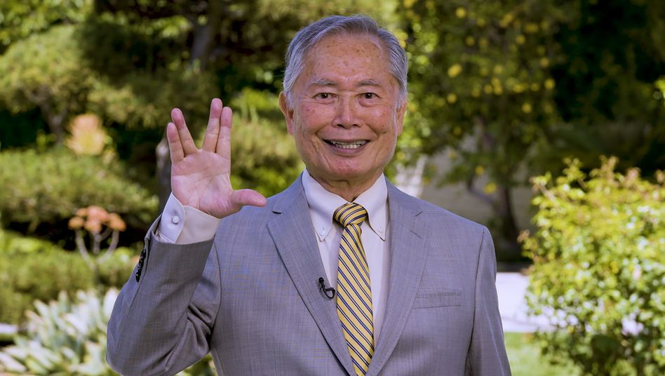 """George Takei: """"Wenn mir jemand seine reicht, erhebe ich meine Hand, spreize nur die Finger und sage: Live long and prosper"""""""