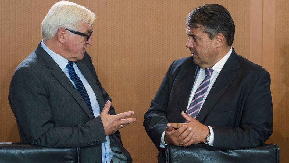 Steinmeier (l.) und Gabriel: Zuwanderungszahlen sollen wieder sinken