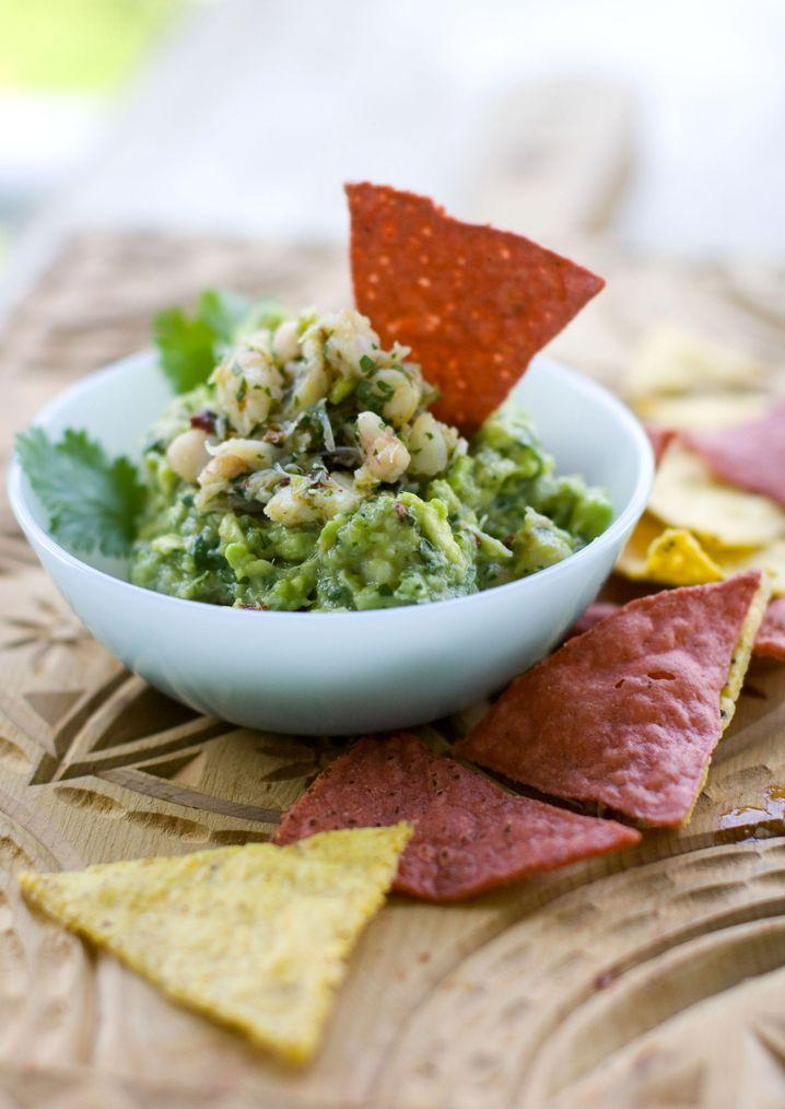 Guacamole mit Nachos: Ein Muss für eine Super-Bowl-Party
