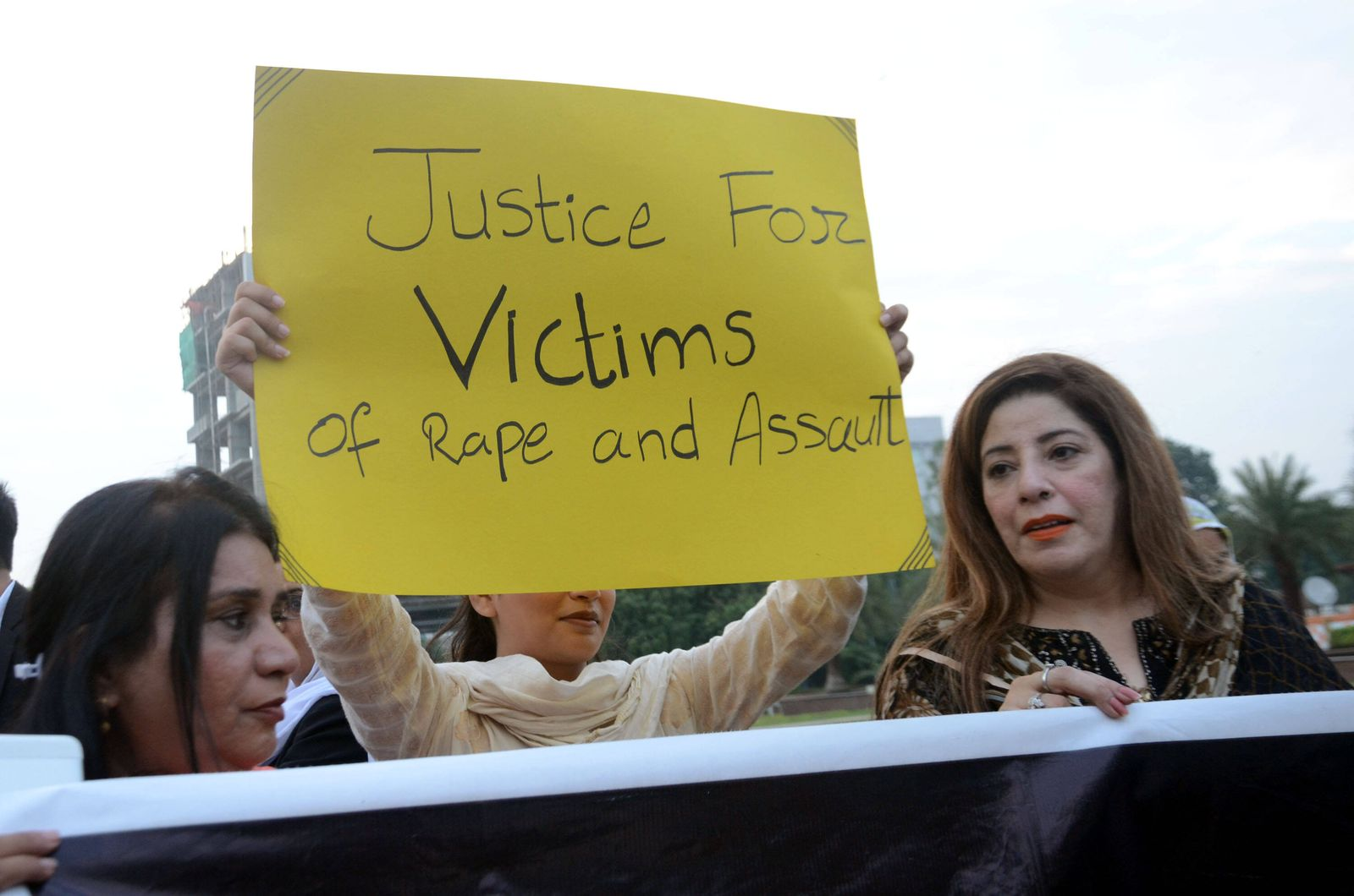 Pakistan: Members of civil society hold a protest against gang rape Pakistani members of civil society holding banners d