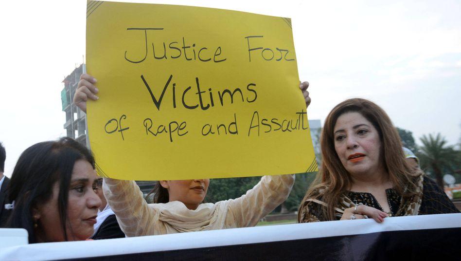 Aktivistinnen protestieren im September dieses Jahres nach einer brutalen Gruppenvergewaltigung in Lahore