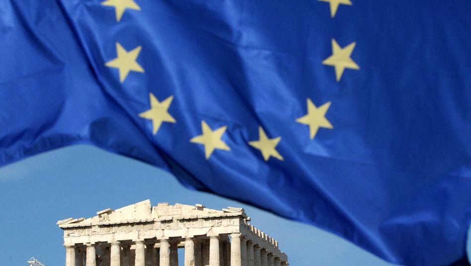 Europaflagge über Akropolis: Die EU lässt das Land nicht fallen