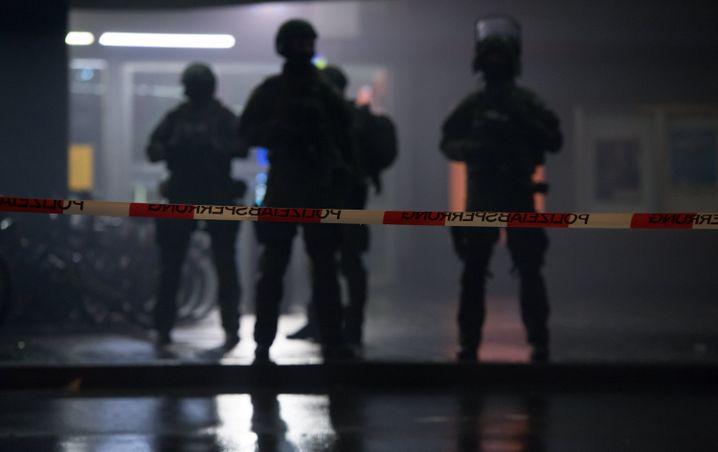 Polizisten in München: Fahndung nach Syrern und Irakern