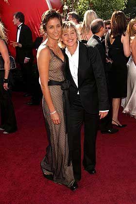 Star-Komikerin De Generes (mit Freundin Alexandra Hedison, l.): Hilfe für Louisiana