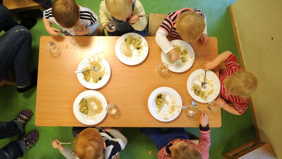 Mittagessen in der Kita: Tausende Erzieher sollen Bonus erhalten