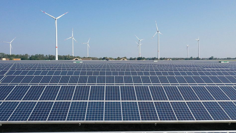 Windräder und Solarmodule in Magdeburg: Grüne Anleihen des Bundes auch für Förderung erneuerbarer Energien