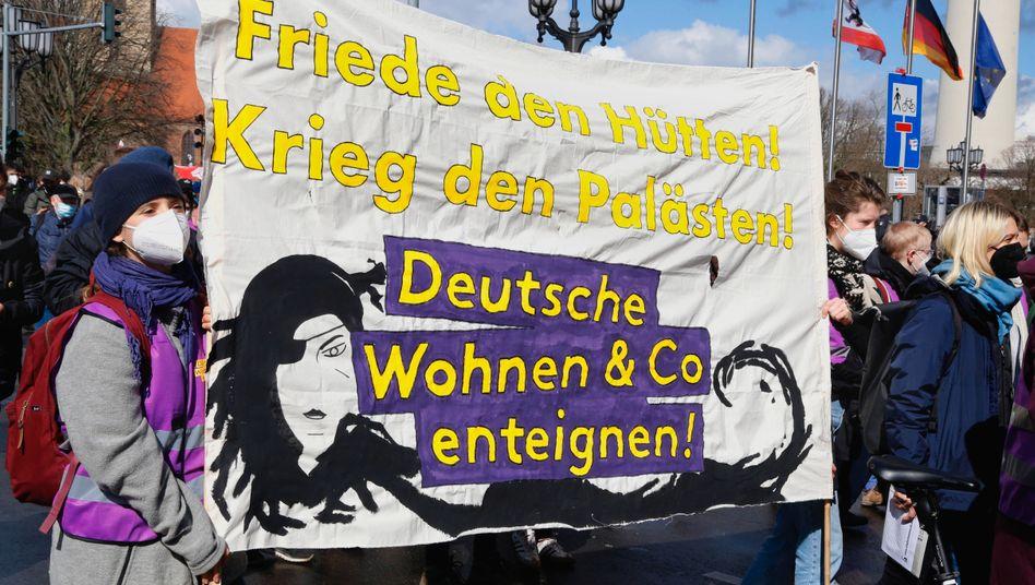 Auf dem Weg zur nächsten Etappe: Unterstützerinnen der Initiative »Deutsche Wohnen & Co. enteignen«