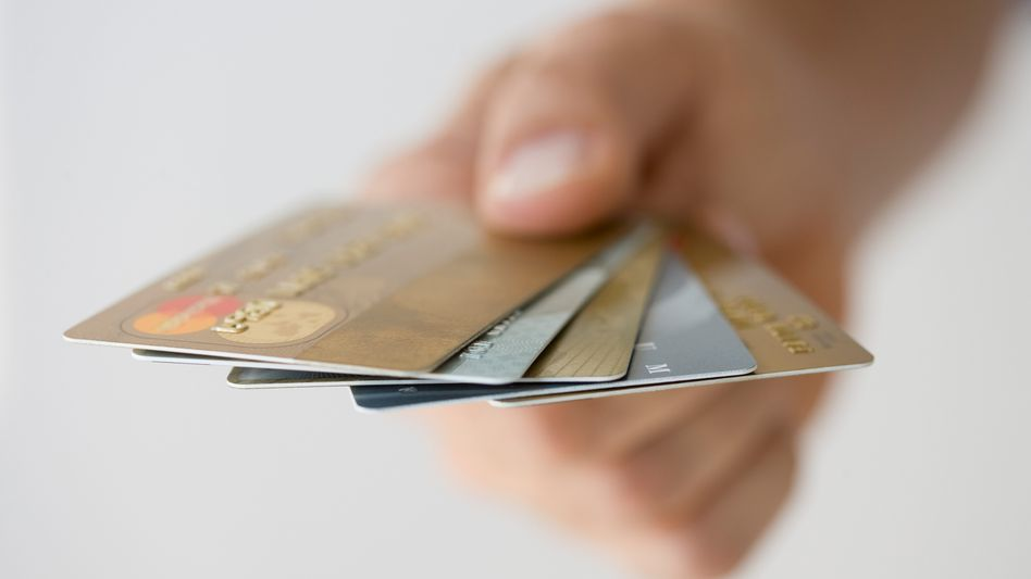 Leicht verfügbar: Viele Banken bieten Kreditkarten an und fragen nicht genau nach