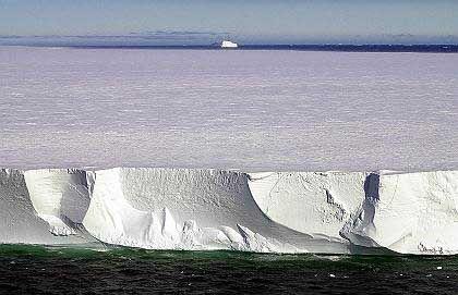 Antarktik-Eis: Im Westen verschwinden große Mengen im Meer