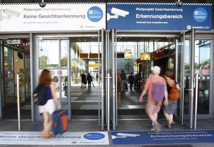 Modellversuch mit Gesichtserkennung in Berlin: Werden wir bald alle überwacht?