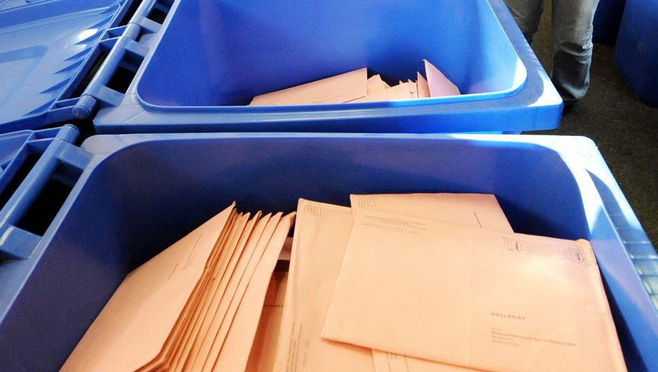 Umschläge mit Stimmzetteln: Kreative Kreuzchen dank neuem Wahlrecht in Hamburg