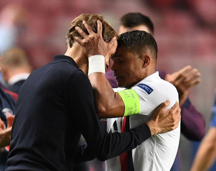Tuchel und Abwehrchef Thiago Silva feiern den Halbfinaleinzug