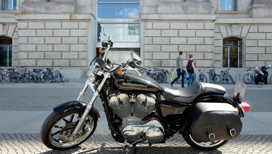 Harley-Davidson vor dem Reichstagsgebäude