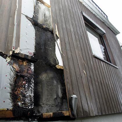"""Brandspuren an dem Haus bei Marburg: """"Ausländer raus""""-Rufe"""