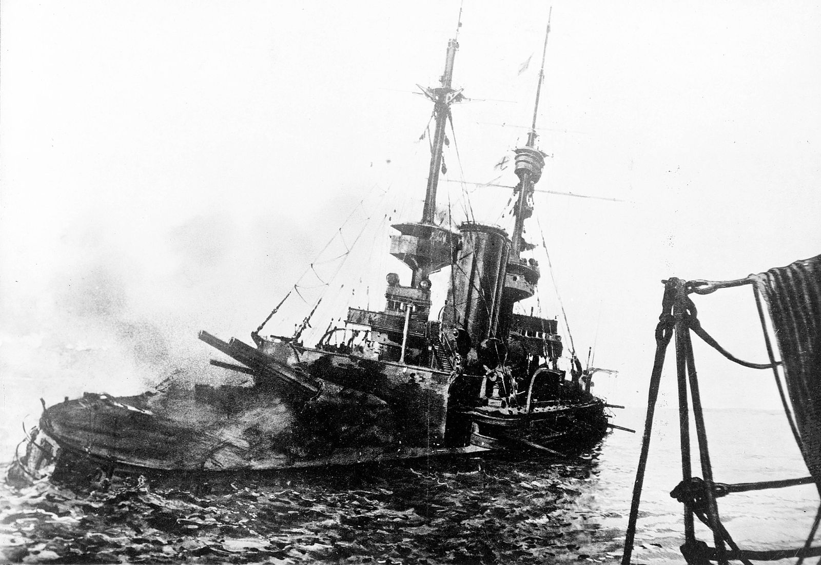 NUR FÜR EINESTAGES HMS Irresistible / Schlacht von Gallipoli