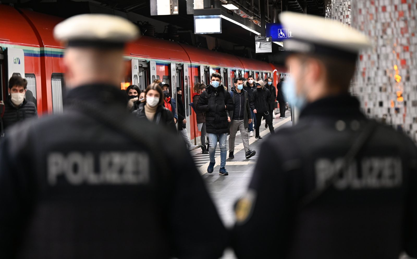 Maskenkontrolltag am Hauptbahnhof Frankfurt