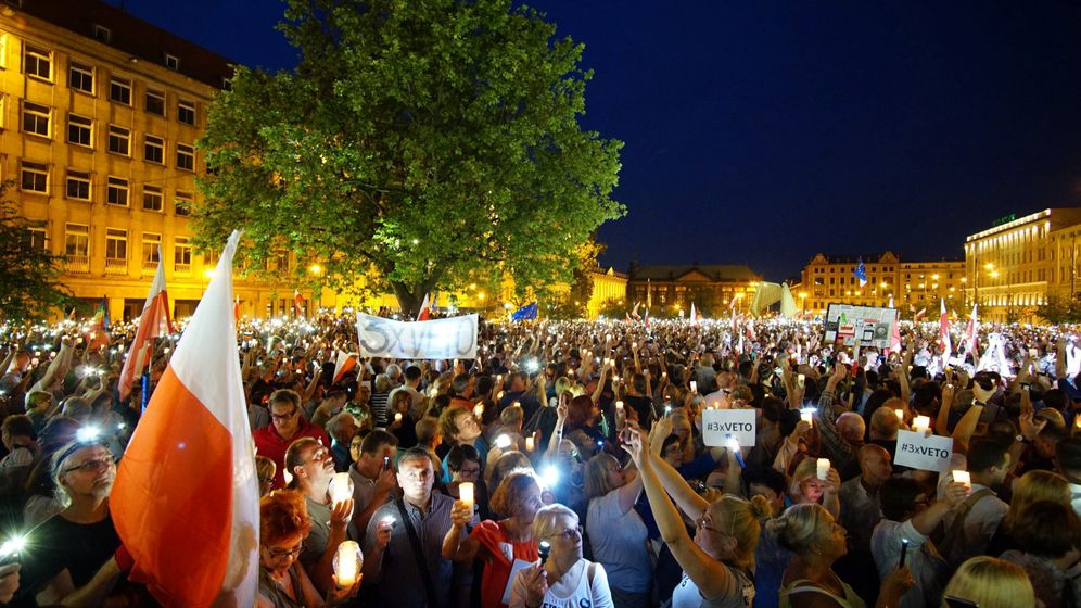 Photo Gallery: Protests in Poland