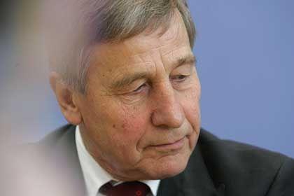 Ex-Minister Clement: Kritik an neuer Tätigkeit