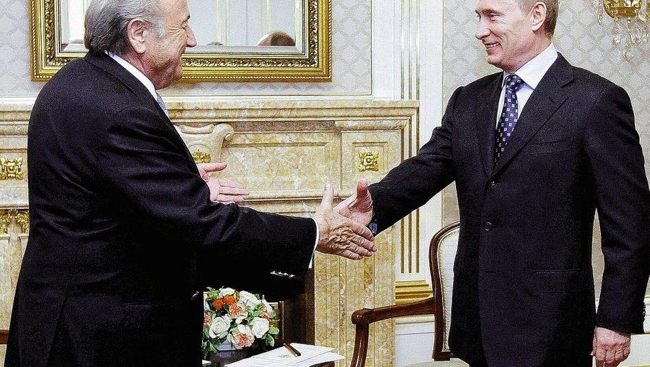 Fifa-Präsident Blatter mit Russlands Ministerpräsident Putin (am 15. Oktober 2009 in Moskau)