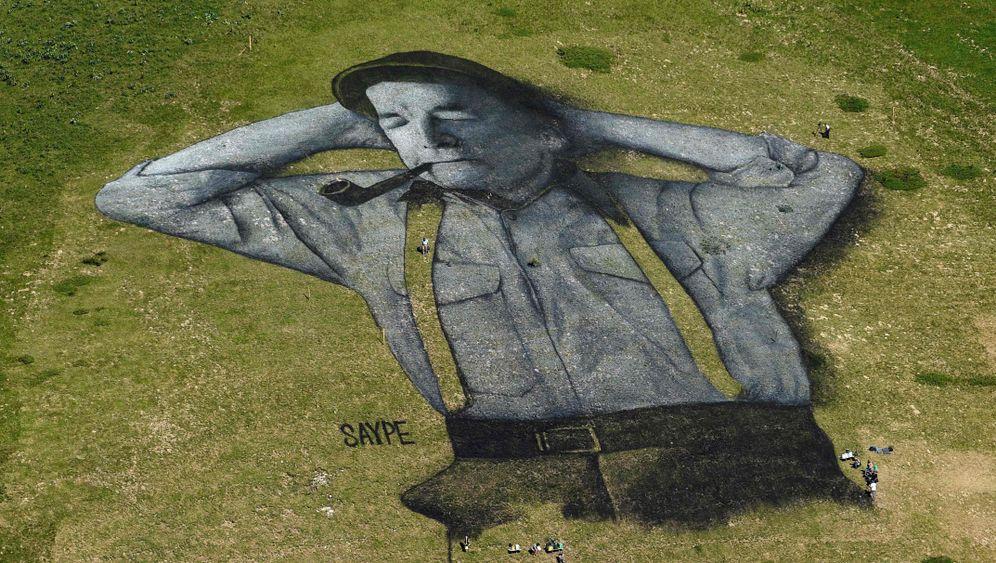 Graffito im Gras: Schäferstündchen