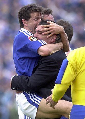 Falsch informiert: Andy Möller (l.) und Rudi Assauer bejubeln den Meistertitel